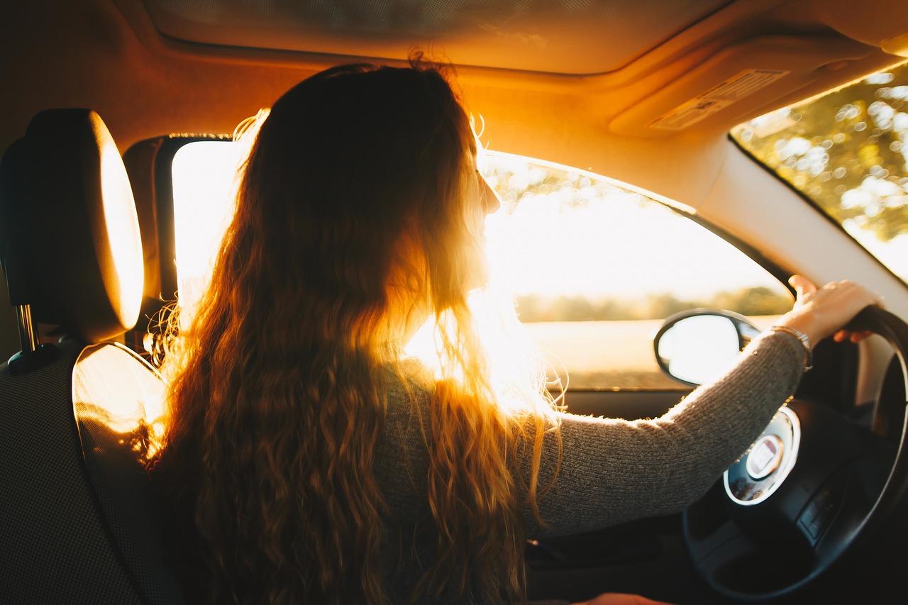 Peut-on bronzer sans danger grâce aux vitres de la voiture ?